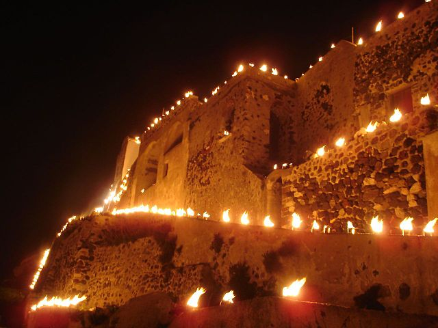 Obchody Wielkiego Piątku w wiosce Pirgos na greckiej wyspie Santorini