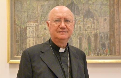 Arcybiskup Claudio Maria Celli, przewodniczący Papieskiej Rady ds. Środków Społecznego Przekazu