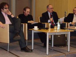 Stanisław Obirek (drugi od lewej), 4 kwietnia 2011 roku