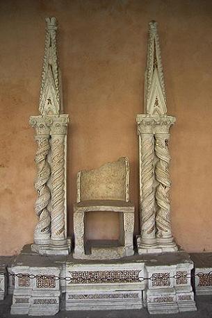 Tron papieski z bazyliki św. Jana w Rzymie