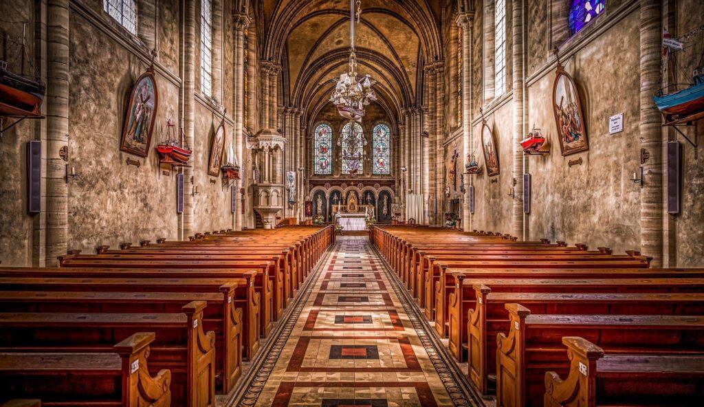 Pusty kościół