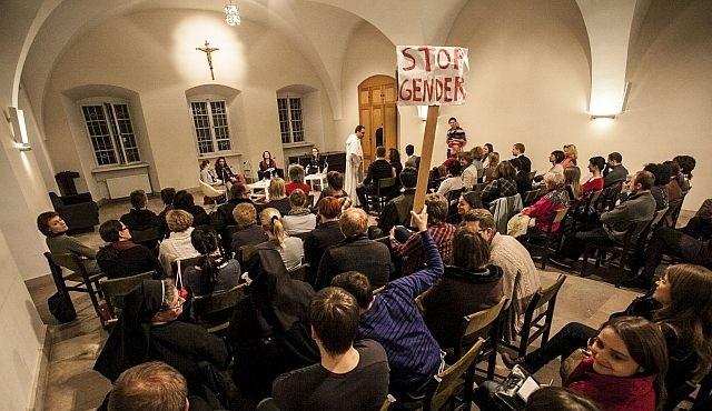 """Debata """"Gender - błogosławieństwo czy przekleństwo"""" odbyła się 18 listopada w dominikańskim duszpasterstwie akademickim na ul. Freta w Warszawie."""